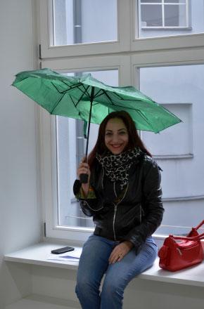 Eva Villar.El paraguas verde