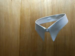 Julia Puyo. Cuello de camisa.