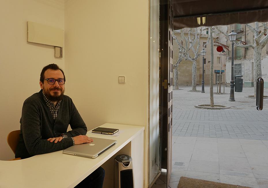 Joseba Acha, galerista, director de la galería La Carbonería de Huesca, España