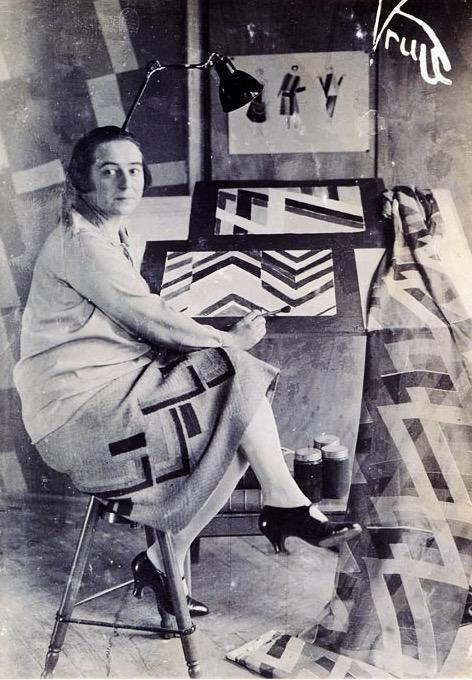Sonia Delaunay en su estudio.