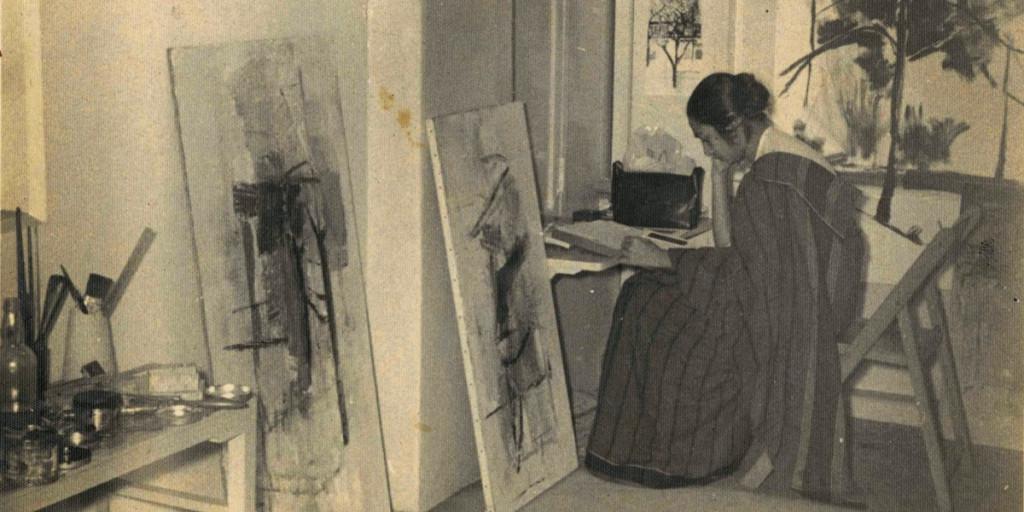 Nasreen Mohamedi en su estudio Bombay en el Instituto Desai Bhulabhai. Cortesía: Sikander y Hydari Colección.