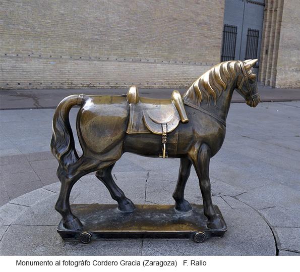 Monumento al fotórafo Cordero Gracia, Zaragoza,escultura pública de F. Rallo